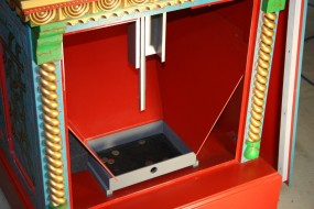 Sloped Panels Funnel Coins Into Removable Coin Tray